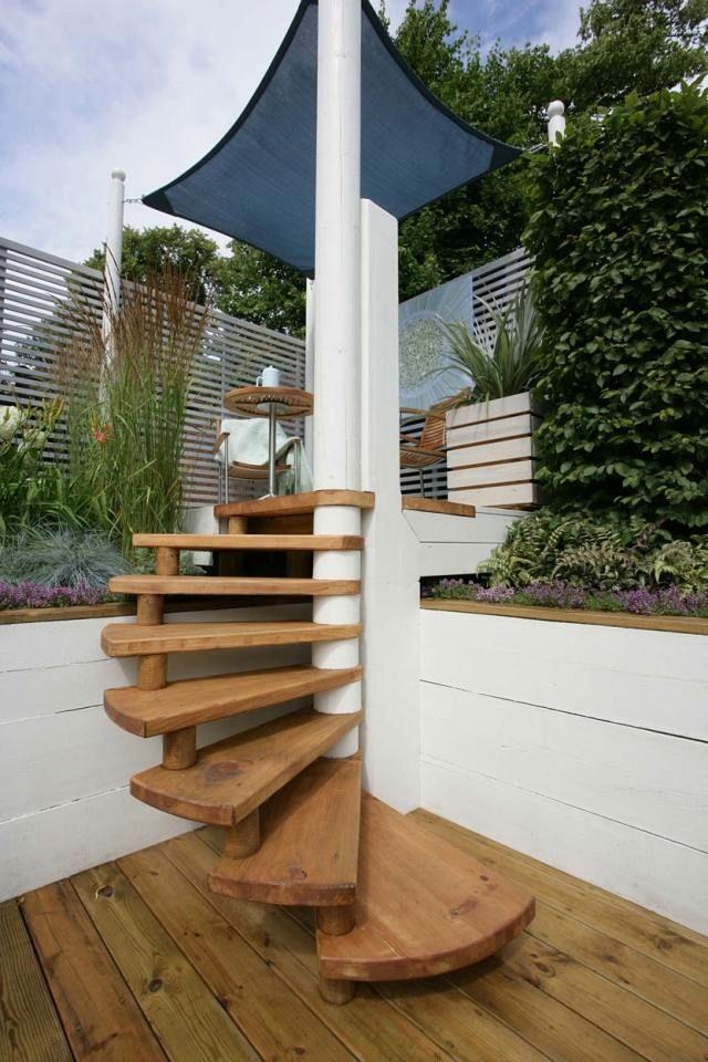 idées-escalier-colimaçon-marches-bois-terrasse-extérieur