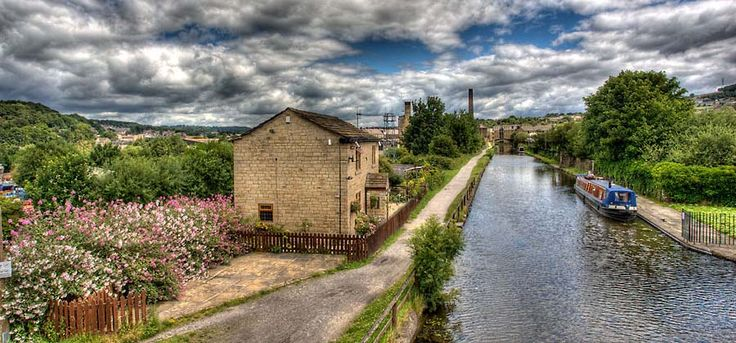LEEDS & LIVERPOOL CANAL - Shipley Bridge 208 - I WOULD LIKE TO WALK THE ENTIRE 127 MILES ALONG THE ENTIRE CANAL. - The route takes in the likes of Skipton, Burnley, Blackburn and Wigan.