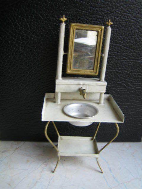 alte frisierkommode mit spiegel aus blech um 1900 miniature washstands pinterest. Black Bedroom Furniture Sets. Home Design Ideas