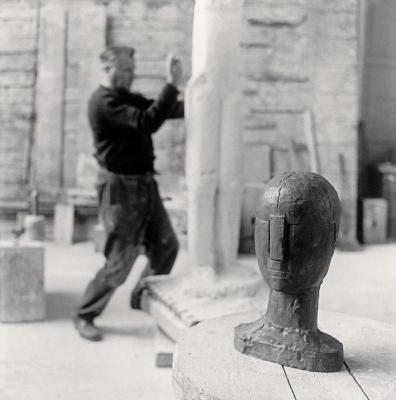 Fritz Wotruba in seinem Atelier, © IMAGNO/Franz Hubmann