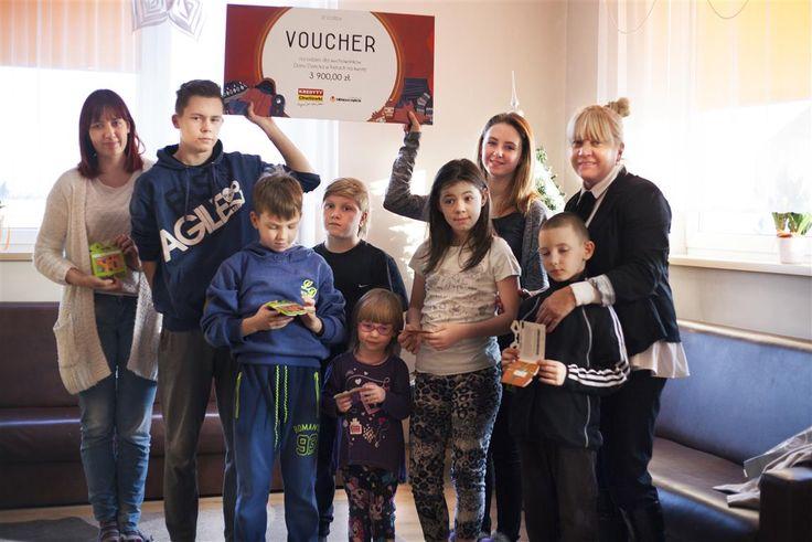 Dajemy radość dzieciom, które tego najbardziej potrzebują. Domy Pełne Śmiechu to charytatywna inicjatywa firmy KREDYTY-Chwilówki Sp. z o.o. i Fundacji Bliżej Szczęścia