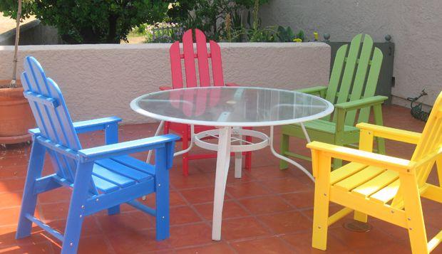 http://www.descontosideiasinovadoras.com/pintar/restaurar-moveis-usados/ - Restaurar móveis usados de forma fácil e barata - Reutilizar móveis usados, como cadeiras, mesas e secretárias, não é apenas uma opção de decoração que vai ao encontro da sua poupança: é também uma ideia inovadora que pode dar outra vida à sua sala ou escritório. Aliás, ao restaurar móveis antigos, está a dar-lhes uma segunda vida.