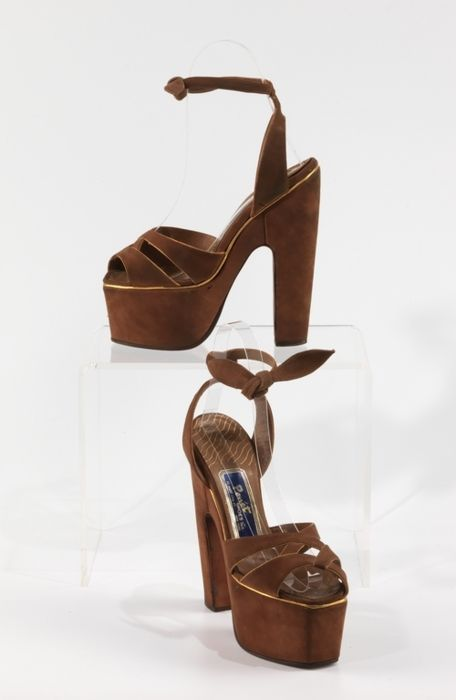 PLATFORMS! Super stylish 1943 sandals by Penét Shoes.