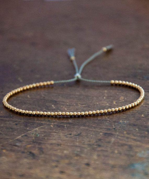 Solide 14k gelb Gold Perlen Freundschaft Armband, zarte Armband mit zarten Perlen mit Seide