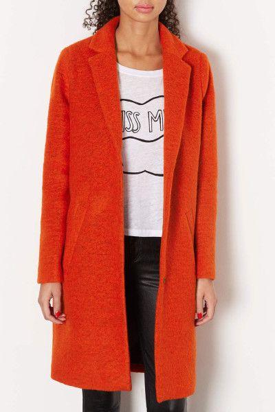 Boyfriend coat in orange.