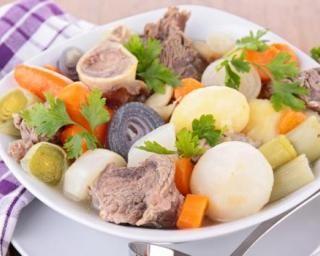 Pot-au-feu vintage aux légumes gourmands : http://www.fourchette-et-bikini.fr/recettes/recettes-minceur/pot-au-feu-vintage-aux-legumes-gourmands.html