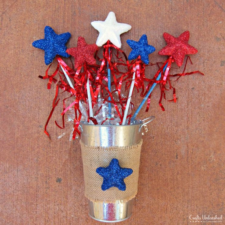 A Fun 4th of July Craft for Kids: Glittery Star Wands         I think I'm going to try this one!