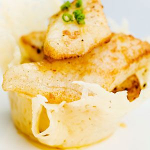 Solomillo al hojaldre Ingredientes: - 1 solomillo de cerdo - 1 lamina de hojaldre - 3 lonchas de queso - 3- 4 lonchas de panceta o bacon (al gusto) Elaboración: Salpimentar el s...