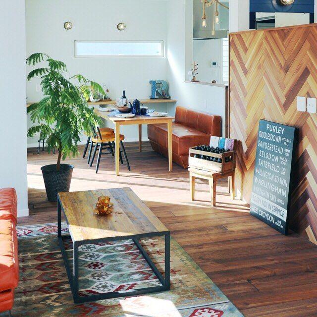 『ヘリンボーン壁のある部屋』 Photo:ORANGEHOUSE(RoomNo.663734) #RoomClip#interior#インテリア ▶︎この部屋のインテリアはRoomClipのアプリからご覧いただけます。アプリはプロフィール欄から #interiordesign#decoration#homedecor#ikea#interiors#myhome#decorations#sofa#livingroom#instahome#homedesign#homestyle#interiordecor#日常#日々#homedecoration#マリンテイスト#homestyling#homeinterior#西海岸インテリア#カリフォルニアスタイル#家#マリンスタイル#ローテーブル#くらし#フローリング#ヘリンボーン壁
