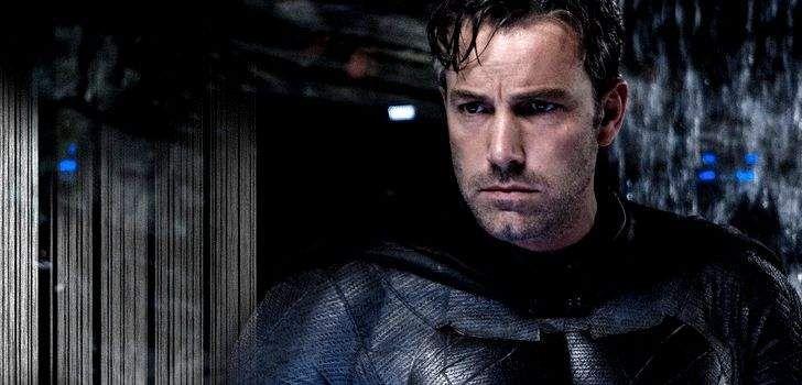 """Esse ano Ben Affleck trouxe uma versão bem impiedosa do Batman para as telas do cinema com Batman vs Superman: A Origem da Justiça. Ele era violento demais, atropelava bandidos com seu batmóvel, e até mesmo tomou algumas medidas mais drásticas. Mas nós podemos ver uma abordagem um pouco diferente em Liga da Justiça. """"Batman …"""