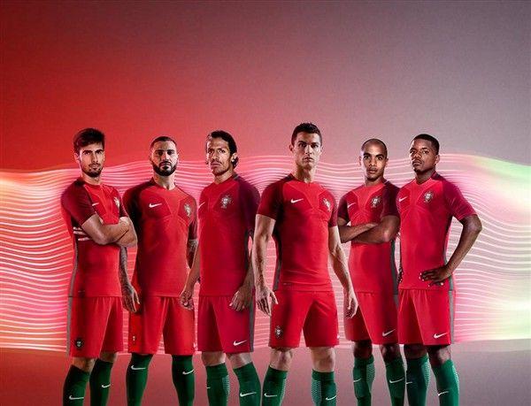 Federação Portuguesa de Futebol apresentou o novo equipamento da seleção nacional, que volta a privilegiar o vermelho