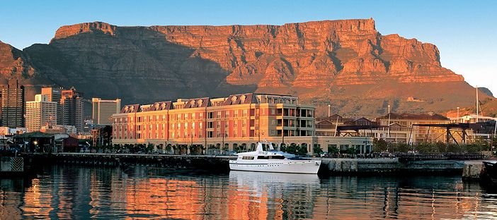 There are a variety of luxurious hotels tourists can stay in and still stay close to the beautiful landmarks the country has to offer.