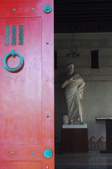 Вилла Kerylos - Входная дверь:
