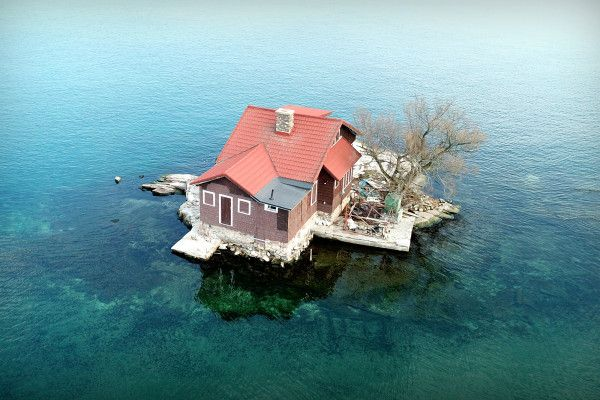 Family lives in tiny house on island the size of a tenniscourt