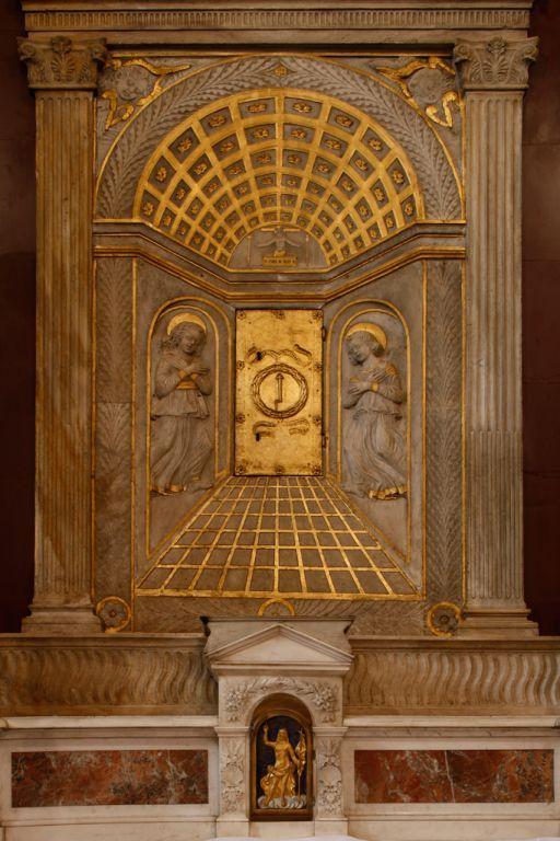 http://www.viaesiena.it/en/cattedrali/itinerario_c/cattedrale-s-marziale-e-alberto/Il-Sacro-Chiodo. Rosselli D., Tabernacle, 15th century.