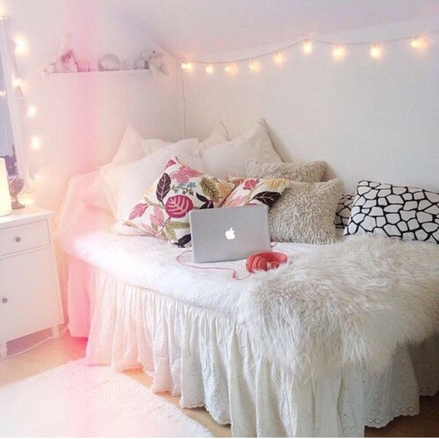 Dorm Room Idea Bed As Chair With A Lot Of Pillows Furry White Sparkly Words Maybe For My Dorm Dont Wanna Decide Until I Find Out My Roommate In July