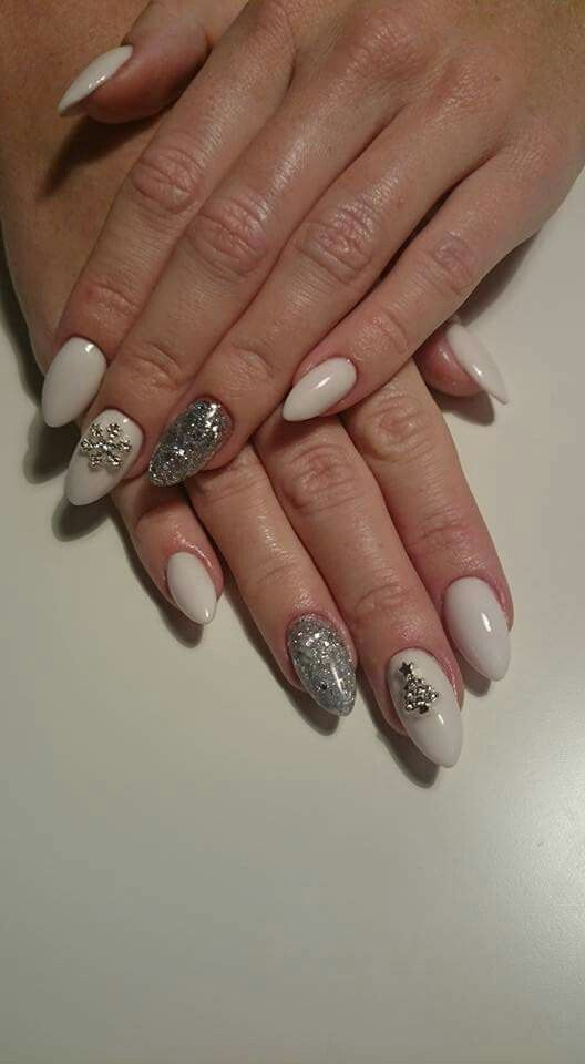 White and Silver christmas nails