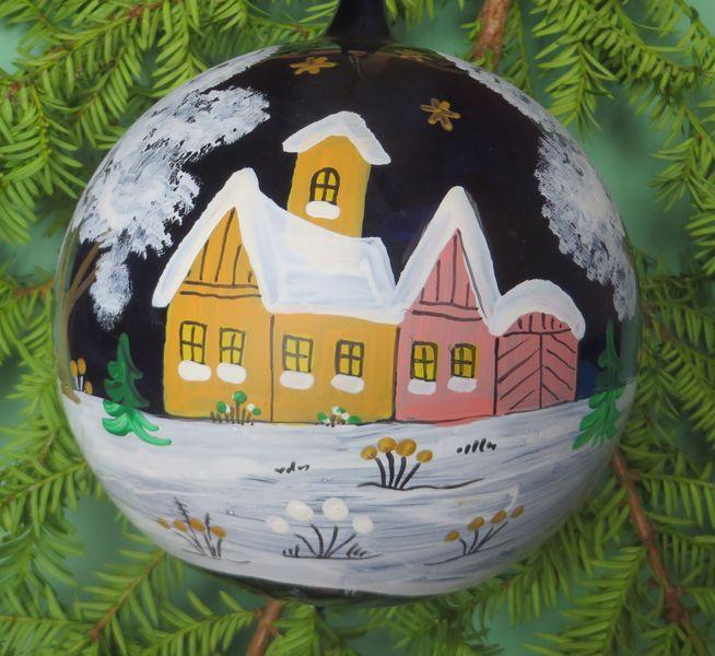 Baumschmuck: Kugeln - Dorf im Schnee Grosse handbemalte Christbaumkugeln - ein Designerstück von Mirka-Graue bei DaWanda