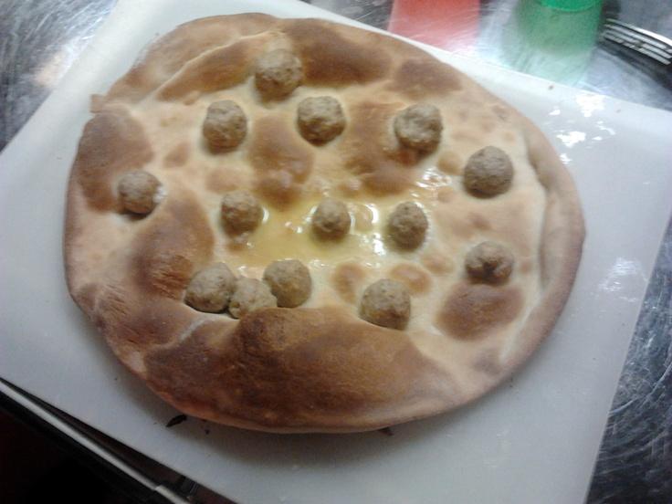 pizza e polpette - meatball pizza