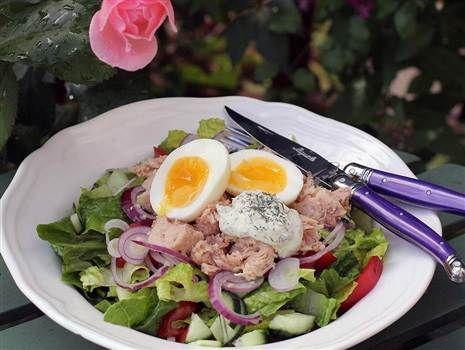 Tonfisksallad med ägg och dillcrème