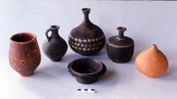 The Burntwood Farm pottery vessels from all the graves. Hampshire Roman pottery