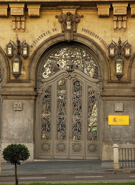 Puerta en Ministerio de Educación y Ciencia. Madrid