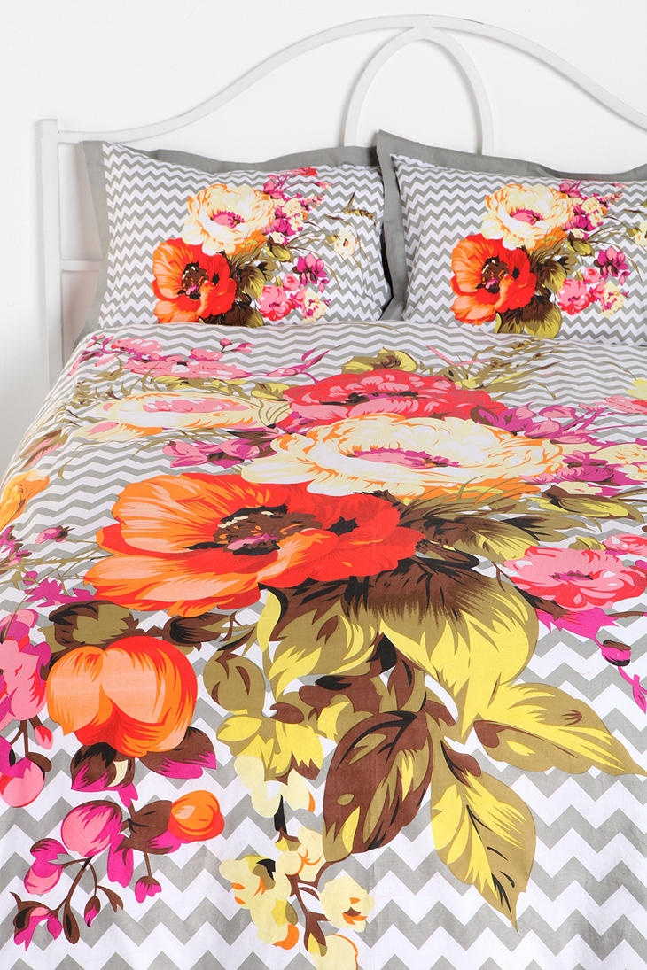 UrbanOutfitters.com > Plum & Bow Graphic Bouquet Duvet Cover