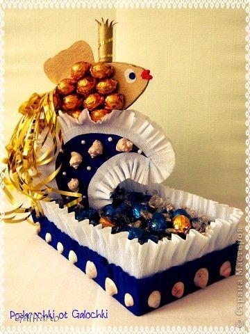 Бумагопластика - Композиция из конфет Золотая рыбка