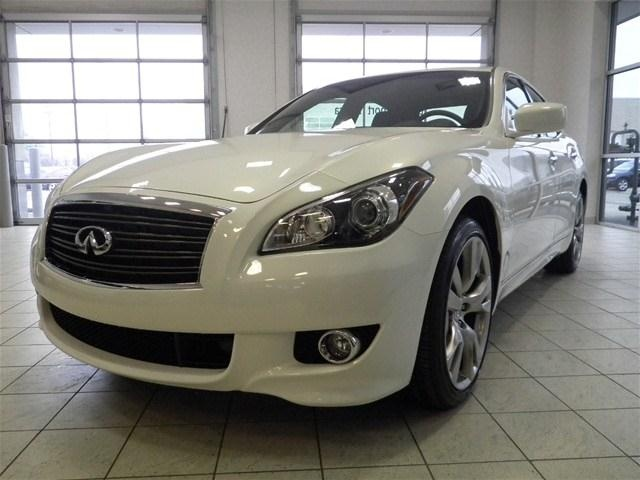 2013 infiniti m56 x m56x v8 awd sedan 4 doors moonlight white for sale in cleveland oh http. Black Bedroom Furniture Sets. Home Design Ideas