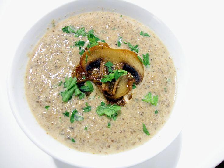 Vem tackar nej till en krämigchampinjonsoppa? Till vardags eller till fest, en soppa med svamp är alltid uppskattat. Här hittar du ett smarrigt recept.