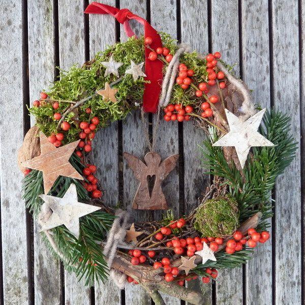 Holzkranz weihnachtlich dekorieren - Holzkranz dekorieren ...