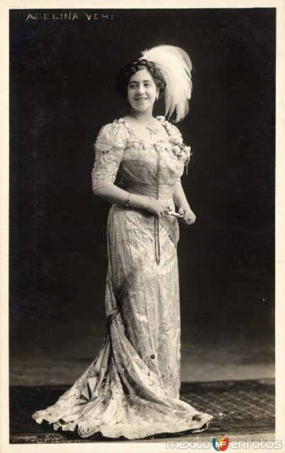 """AdelinaVehi, Vocalista soprano vocal. Rango vocal descrito en algunas fuentes como """"tiple"""" Como actriz, conocida por los film """"Morenita clara"""" (1943), """"México de mis recuerdos"""" (1944) y Los miserables (1943)  EJEMPLO VOCAL: http://media.loc.gov/playlist/"""