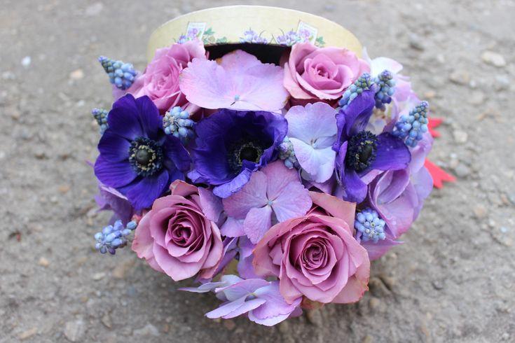 Cutie cu flori #flowers #box #flowersbox #flowersinabox #gift #sayitwithflowers #madewithjoy #madewithlove #paulamoldovan #livadacuvisini #flori #evenimente #candybar #bucuresti ##bucharest #florist #pink #peonies #bujori #purple #roses #muscari  #anemonas #anemone  #hortensia #hydrangea  #pantone2018 #ultraviolet #cutie #flori #cutiecuflori #floriincutie #cutieflori