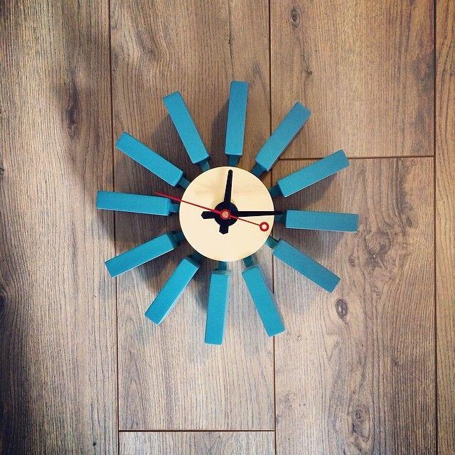 Les 22 meilleures images du tableau la vie en bleu sur for Horloge eames