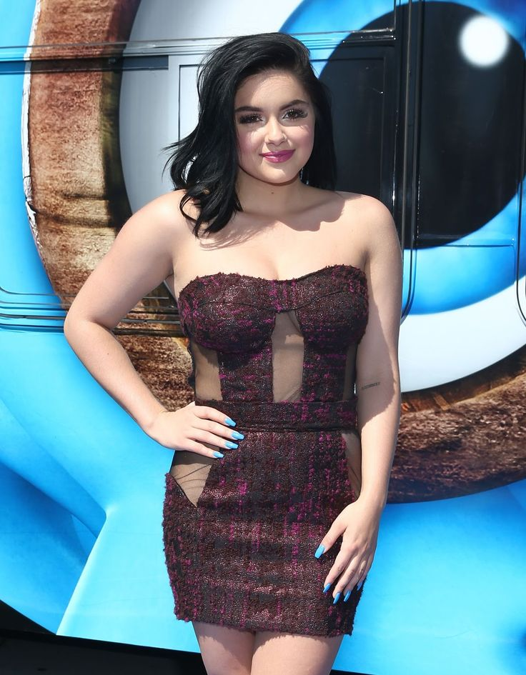 Ariel Winter Appears to be Going Commando at the Smurfs Premiere