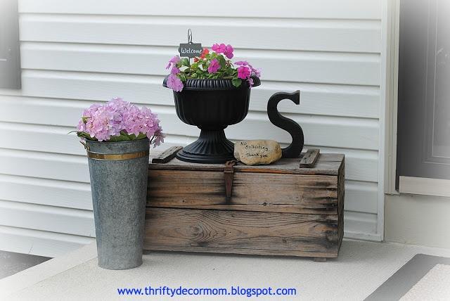 Thrifty Decor Mom: Summer Front Porch
