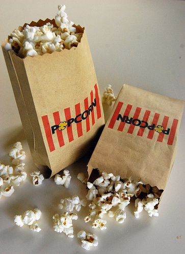 Step right up and get your free printable popcorn bags.  And lots of other free printables for parties.