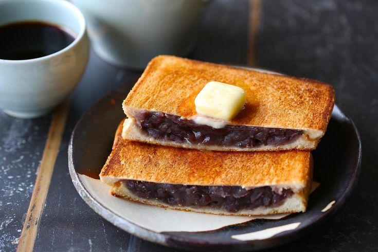 【nanapi】 こんにちは、料理研究家の河瀬璃菜です。いま、昔懐かしい「純喫茶」のノスタルジックで温かい空間が、若者にも人気となっているのをご存知でしたか?今回は、自宅でも簡単に純喫茶の雰囲気を味わえる、香ばしいパンとバターが決め手の「小倉あんプレス」のレシピを紹介します。普通のカフェでは味わ...