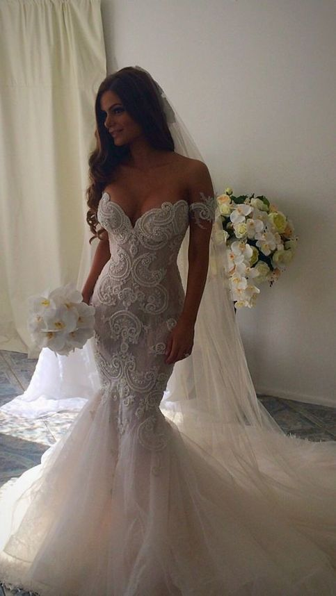 The long wedding dress is fully lined 4 bones in the for Wedding dresses for big chest