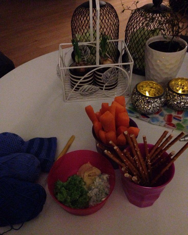 Hjemmelavet ærte dip , tasiki , og hummus