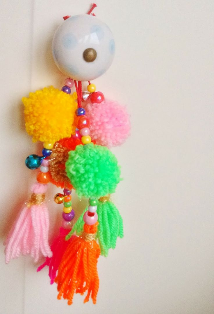 DIY decoration idea: pompoms, tassels and beads - just love it! / W!MKE