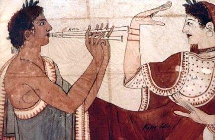 usaban faldas cortas , con tunicas en forma de T eran prendas que los hombres llevaban habitualmente en el siglo VII a.C , la tunica de estilo griego se habia alargado hasta el tobillo y presentaba un estampado geometrico.