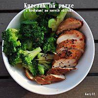 Kurczak w glazurze na parze z brokułami na sposób chiński