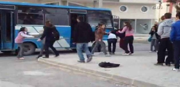 Liseli kızların kavgası kamerada | t34Haber