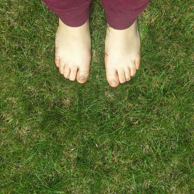 Rule #24 Walk barefoot!  Because it is free reflexology, dicrease depression, you will absorve energy from earth! You are connected to nature and it is pleasure! / Chodźcie boso! to darmowy masaż i terapia dla stóp. chodzenie boso pobudza receptory, pomaga czerpać energię z ziemii i sprawi Wam mnóstwo przyjemności! /Motivation Factory