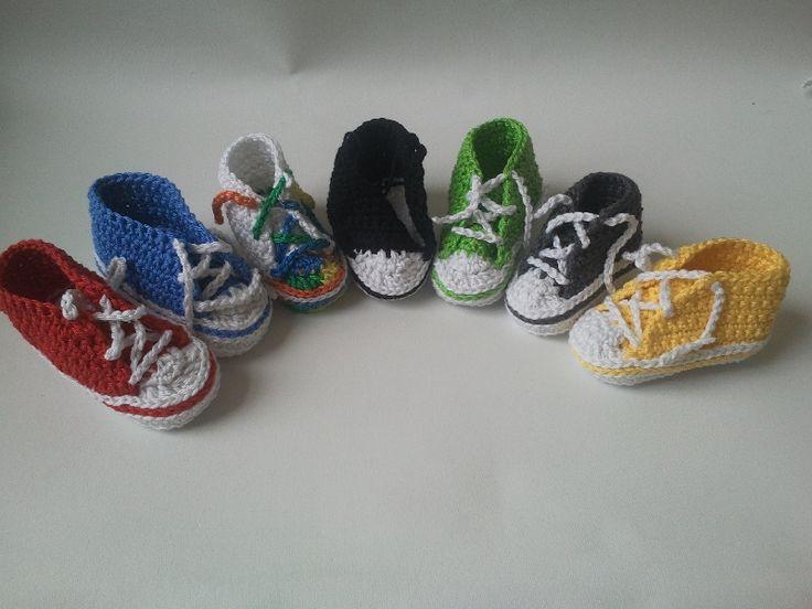 Sneakers Vrolijke baby converse sneakers voor warme voetjes.  Stoere kleurtjes, haakwerk van glanskatoen.  Deze schoentjes worden in principe gemaakt op bestelling  zodat u zelf de kleur  - alle kleuren zijn mogelijk -  en de maat - zoolmaat vanaf 6 cm - kunt bepalen.  Cheerful baby converse sneakers for warm feet. Cool colors, crocheted mercerized cotton These shoes are basically made to order so that the color itself - all colors are possible -and size - from sole size 6 cm - can control.