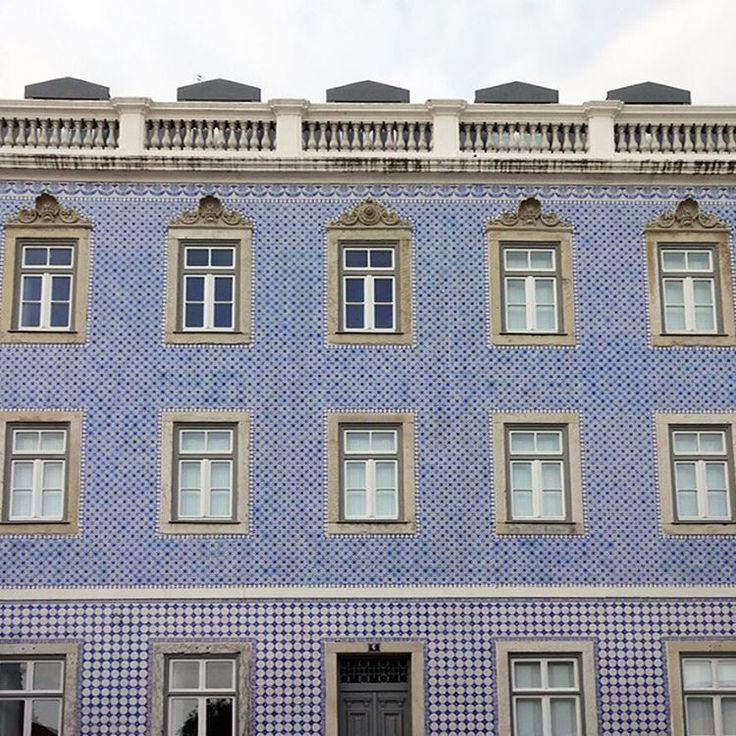 #azulejos #tiles #design #pattern #patterns #geometric #urban #art #urbanart #design #portuguesetiles #azulejospadrao #amantedelosazulejos #azulejoslisboa #azulejosdeportugal #portugaldenorteasul #portugalalive #portugal_de_sonho #portugal_em_fotos #portugal_lovers #portugalcomefeitos #igersportugal #igers #lisboa #portugal #vintage #old #streetphotography #gerador #p3top