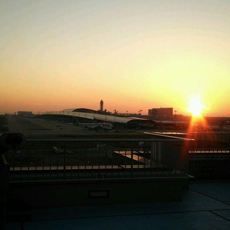 By catherine1219japan.t.u_opi: #airport#sunset#dusk#landscape#sun#landscape#scenery#photooftheday#sky#beautiful#airplane#place#夕焼け#空港  Kansai International Airport #landscape #contratahotel