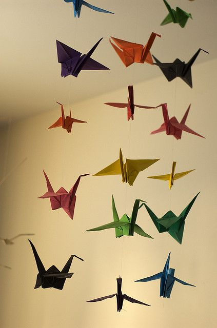 Paper cranes art activity to learn about Japanese culture and contribute to the classroom decorative environment.