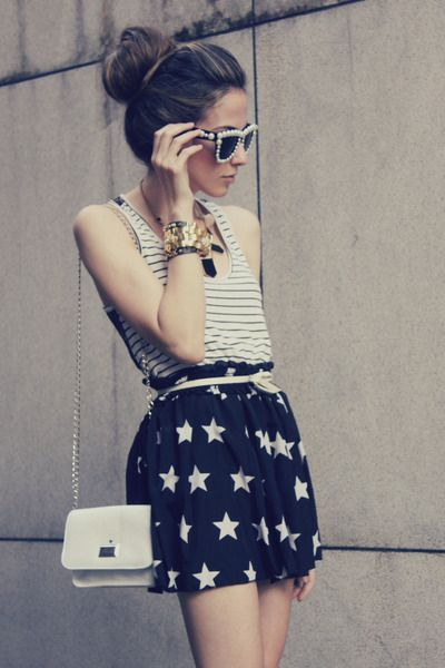 Stars and stripes. Black romwe skirt, eggshell choies sunglasses.